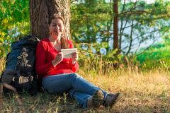 Ταξιδιωτική στήριξη κοριτσιών Στοκ φωτογραφίες με δικαίωμα ελεύθερης χρήσης