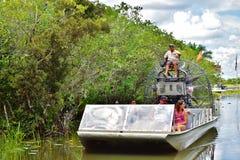 Ταξιδιώτες άγριας φύσης εξερεύνησης πάρκων gator της Φλώριδας ΗΠΑ στοκ φωτογραφίες