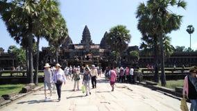 Ταξιδιώτες στο ναό Angkor Wat Στοκ φωτογραφία με δικαίωμα ελεύθερης χρήσης