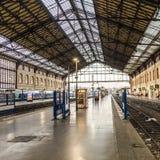Ταξιδιώτες στο σταθμό τρένου Αγίου Charles στη Μασσαλία Στοκ Φωτογραφία