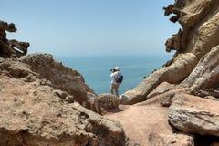 Ταξιδιώτης που φωτογραφίζει τη φύση στο νησί Hormuz, δημόσιες σχέσεις Hormozgan Στοκ εικόνα με δικαίωμα ελεύθερης χρήσης
