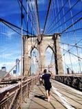 Ταξιδιώτης στη διάσημη γέφυρα Στοκ Φωτογραφίες