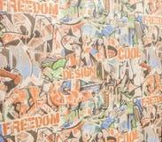 Ταπετσαρία υποβάθρου για την εφημερίδα με τα ζωηρόχρωμα εμβλήματα και τα γκράφιτι διανυσματική απεικόνιση