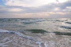 Ταπετσαρία χειμερινής θάλασσας Βόρεια χειμερινά κύματα θάλασσας Καιρός Βόρεια Θαλασσών Στοκ Φωτογραφία