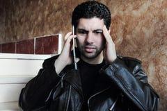 Ταραγμένος αραβικός νέος επιχειρηματίας στο σακάκι Στοκ Εικόνα