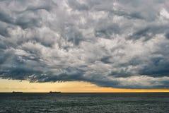 Ταραχώδης θυελλώδης ουρανός Στοκ φωτογραφίες με δικαίωμα ελεύθερης χρήσης