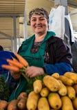 Τασκένδη, Ουζμπεκιστάν/στις 18 Μαΐου 2017: Ο προμηθευτής γυναικών είναι υπερήφανος στο SH στοκ φωτογραφία με δικαίωμα ελεύθερης χρήσης