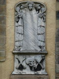 Ταφόπετρα με το κρανίο, άγγελος, και crossbones στοκ φωτογραφία με δικαίωμα ελεύθερης χρήσης