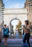 Ταχυδακτυλουργία γυναικών με τις καρφίτσες, στη μέση του πάρκου του Γκρήνουιτς σε νέο Στοκ Εικόνες