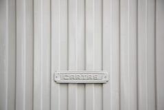 Ταχυδρομικό κουτί σε μια πόρτα Στοκ Εικόνες
