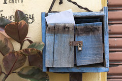 Ταχυδρομική θυρίδα στο σπίτι Στοκ Εικόνες