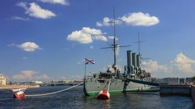 Ταχύπλοο σκάφος αυγής άποψης χρονικού σφάλματος στον ποταμό Neva, Άγιος-Πετρούπολη, Ρωσία φιλμ μικρού μήκους