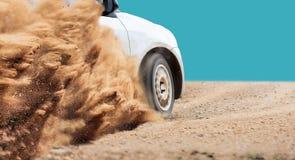 Ταχύτητα αυτοκινήτων συνάθροισης στη διαδρομή ρύπου στοκ εικόνες