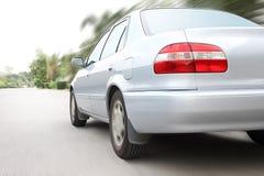 Ταχύτητα που οδηγεί ένα αυτοκίνητο Στοκ εικόνες με δικαίωμα ελεύθερης χρήσης