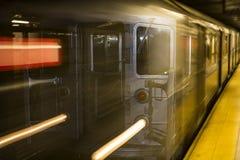 Ταχύτητα υπόγειων τρένων πόλεων της Νέας Υόρκης Στοκ Εικόνες