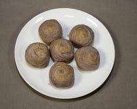 Ταϊβανικό Taro Mooncakes στο άσπρο πιάτο Στοκ Φωτογραφίες