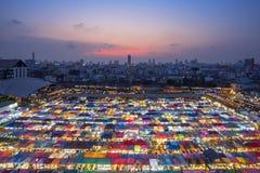 Ταϊλάνδη - Μπανγκόκ, Μάρτιος 28, 2018: Αγορά ι νύχτας της Fai ράβδων στοκ εικόνες