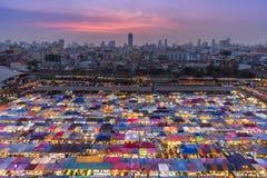 Ταϊλάνδη - Μπανγκόκ, Μάρτιος 28, 2018: Αγορά ι νύχτας της Fai ράβδων στοκ εικόνα με δικαίωμα ελεύθερης χρήσης