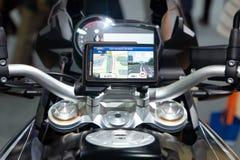 Ταϊλάνδη - το Δεκέμβριο του 2018: κλείστε επάνω την οθόνη ΠΣΤ ναυσιπλοΐας στη μοτοσικλέτα της BMW που παρουσιάζεται στη μηχανή EX στοκ φωτογραφίες