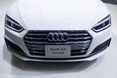Ταϊλάνδη - το Δεκέμβριο του 2018: κλείστε την ευθεία άποψη του αυτοκινήτου Audi A5 Coupe που παρουσιάζεται στη μηχανή EXPO Nontha στοκ εικόνες