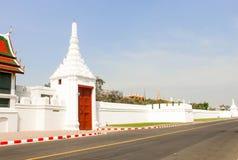 Ταϊλανδικά μεγάλα παλάτι αρχιτεκτονικής άποψης και phra Wat keaw στο κτύπημα Στοκ Εικόνες