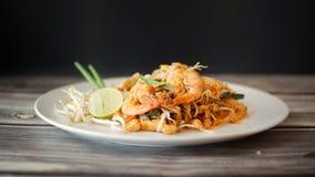 Ταϊλανδικά τρόφιμα οδών, τηγανισμένα νουντλς στοκ φωτογραφία