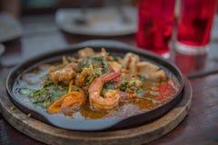 Ταϊλανδικά τρόφιμα που τρώνε Συστήστε να προσπαθήσετε στοκ εικόνα με δικαίωμα ελεύθερης χρήσης