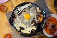 Ταϊλανδικά χοιρινό κρέας και θαλασσινά μπουφέδων ύφους σχαρών Στοκ φωτογραφίες με δικαίωμα ελεύθερης χρήσης
