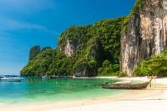 Ταϊλανδικές ξύλινες βάρκες από την ακτή του νησιού της Hong στοκ εικόνα με δικαίωμα ελεύθερης χρήσης