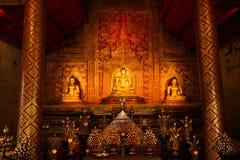 Ταϊλανδικές χρυσές αγάλματα και ανασκόπηση τέχνης Στοκ Εικόνες