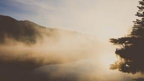 Ταϊλανδική λίμνη Rak απαγόρευσης στην επαρχία γιων της Mae Hong, Ταϊλάνδη στοκ εικόνες με δικαίωμα ελεύθερης χρήσης
