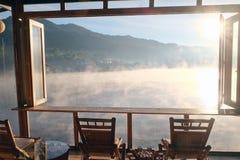 Ταϊλανδική λίμνη Rak απαγόρευσης στην επαρχία γιων της Mae Hong, Ταϊλάνδη στοκ φωτογραφία