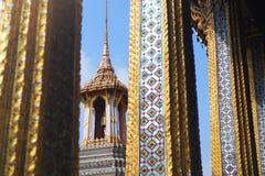 Ταϊλανδικός αρχαίος ναός που λάμπει στον ήλιο Στοκ εικόνα με δικαίωμα ελεύθερης χρήσης