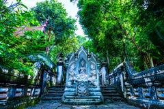 Ταϊλανδικό άγαλμα αγγέλου ύφους στο ναό Analyo Thipayaram στοκ εικόνες