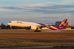 Ταϊλανδικό διεθνές airbus A350-941 εναέριων διαδρόμων στοκ εικόνες