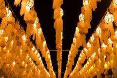 Ταϊλανδικό κρεμώντας φανάρι Yi Peng τη νύχτα Στοκ εικόνες με δικαίωμα ελεύθερης χρήσης