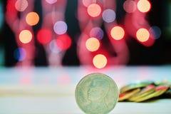 Ταϊλανδικό νόμισμα με το θολωμένο υπόβαθρο Στοκ Εικόνα