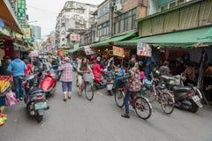 ΤΑΪΠΈΙ, ΤΑΪΒΑΝ - 30 ΝΟΕΜΒΡΊΟΥ 2016: Οδός της Ταϊπέι σε ένα από το προάστιο, περιοχή Οδός αγοράς στη Ταϊπέι στοκ εικόνες με δικαίωμα ελεύθερης χρήσης