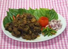 Ταϊλανδικά νότια τρόφιμα, βόειο κρέας που τηγανίζεται με το κάρρυ τσίλι Στοκ φωτογραφίες με δικαίωμα ελεύθερης χρήσης