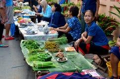 Ταϊλανδικά πωλώντας φρούτα και λαχανικά γυναικών σε Kad Kong Koa Στοκ Φωτογραφία
