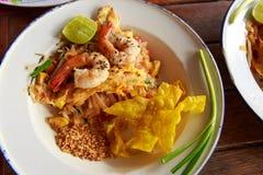 Ταϊλανδικά τηγανισμένα νουντλς με τη γαρίδα Στοκ φωτογραφίες με δικαίωμα ελεύθερης χρήσης