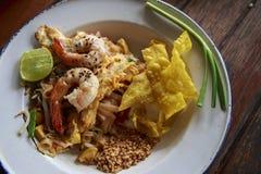 Ταϊλανδικά τηγανισμένα νουντλς με τη γαρίδα Στοκ Εικόνες