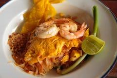 Ταϊλανδικά τηγανισμένα νουντλς με τη γαρίδα Στοκ Φωτογραφία