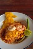 Ταϊλανδικά τηγανισμένα νουντλς με τη γαρίδα Στοκ εικόνες με δικαίωμα ελεύθερης χρήσης