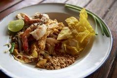 Ταϊλανδικά τηγανισμένα νουντλς με τη γαρίδα Στοκ φωτογραφία με δικαίωμα ελεύθερης χρήσης