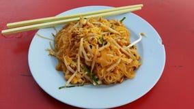 Ταϊλανδικά τηγανισμένα νουντλς στο πιάτο Στοκ Εικόνα