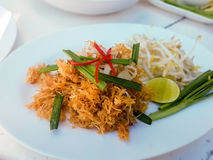 Ταϊλανδικά τηγανισμένα πατατάκια νουντλς στοκ εικόνες
