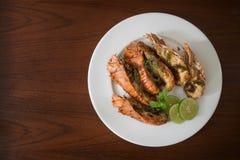 Ταϊλανδικά τρόφιμα: ανακατώνω-τηγανισμένος αστακός βράχου με τα τσίλι, το σκόρδο και Tha Στοκ Εικόνες