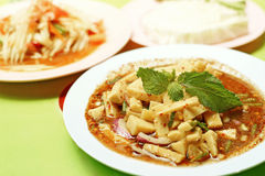 Ταϊλανδικά τρόφιμα, βλαστός μπαμπού πικάντικος και papaya σαλάτα ή SOM -SOM-tam Στοκ Φωτογραφία