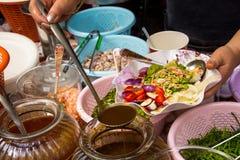 Ταϊλανδικά τρόφιμα μαγείρων μαγείρων Στοκ Εικόνα